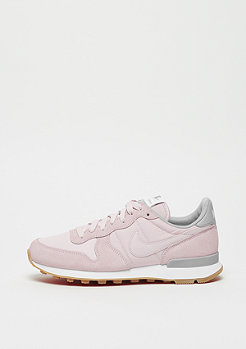 NIKE Wmns Internationalist barely rose/barely rose-wolf grey-white