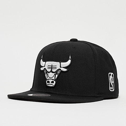cheap for discount 5f014 72b35 Mitchell   Ness Black  amp  White NBA Chicago Bulls