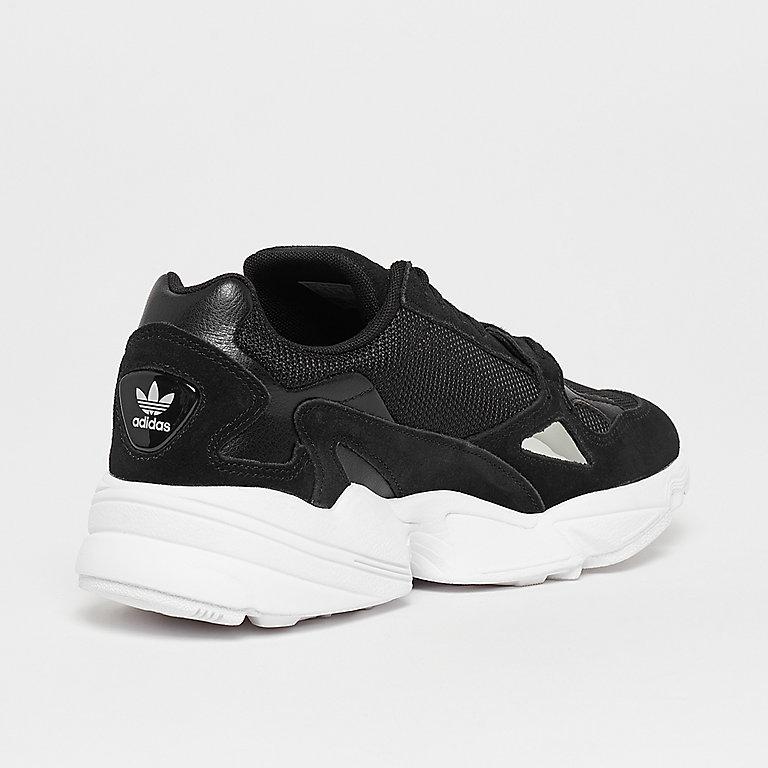 4318f74bf3618d adidas Falcon core black Sneaker bei SNIPES bestellen!