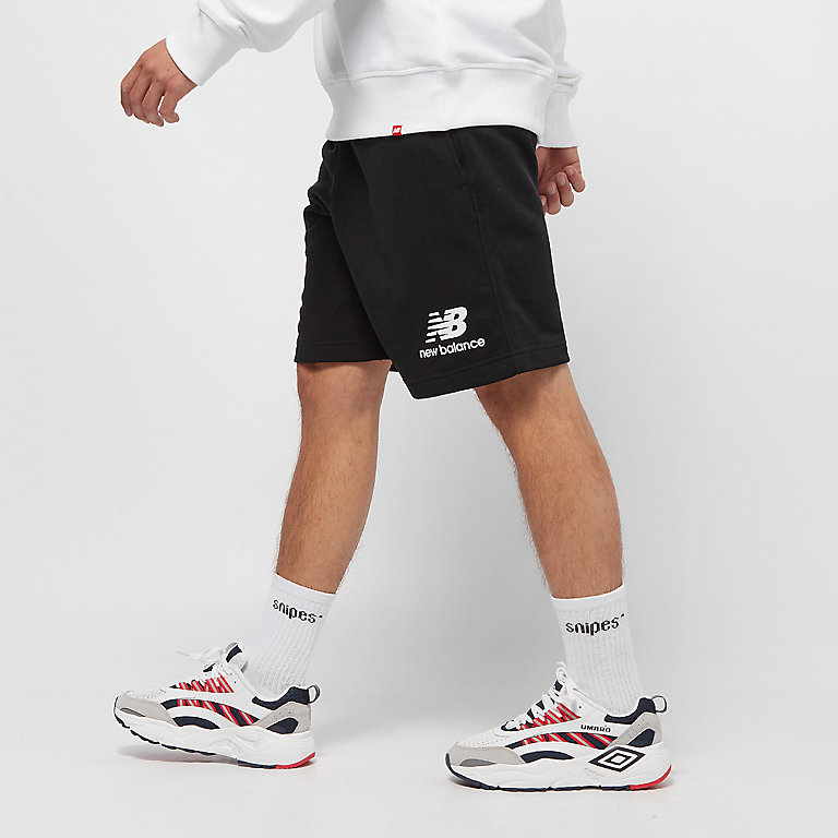 44f7089b8a73f Commander New Balance Essentials Stacked Logo Short black Shorts sport chez  SNIPES