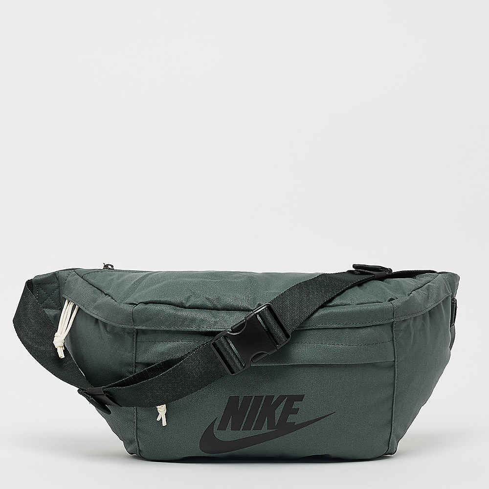 Compra NIKE NK Tech Hip mineral spruce outdoor green black Mochilas en  SNIPES 7ed6c72e93ae8
