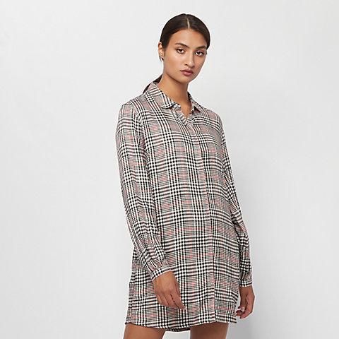 couleurs et frappant 100% authentifié guetter Commander des robes dans la boutique en ligne SNIPES